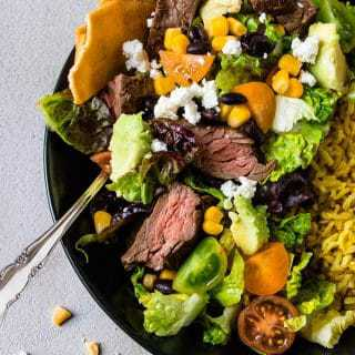 Simple Carne Asada Bowls. A 20 minute weight watchers dinner solution. Fast & Fresh Dinners. | www.saltedmint.com