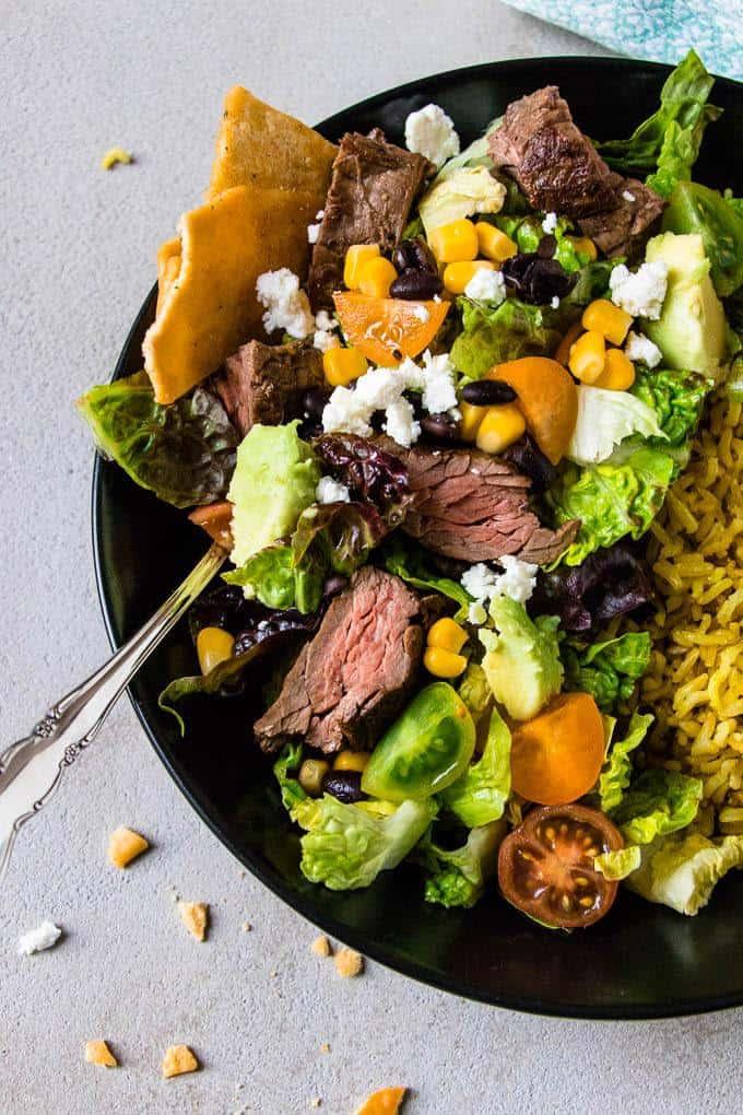 Simple Carne Asada Bowls. A 20 minute weight watchers dinner solution. Fast & Fresh Dinners. | www.saltedmint.com