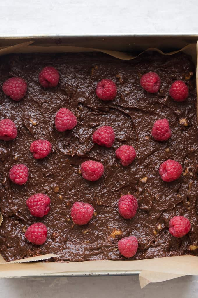One Bowl Raspberry Gluten Free Brownies. | Rich, fudgy and healthy brownies. www.saltedmint.com
